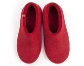 Dark Red Felted Wool Slippers, comfortable and seamless, 100% wool by Wooppers woolen slippers.