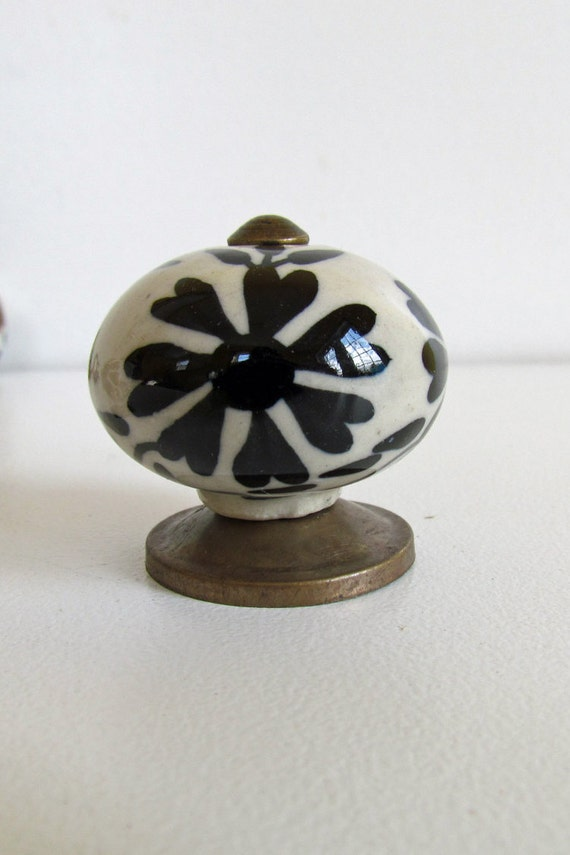 Set of 6 decorative ceramic knobs love flowers black for Painted ceramic cabinet knobs