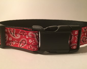 Large Dog Collar - Red Paisley