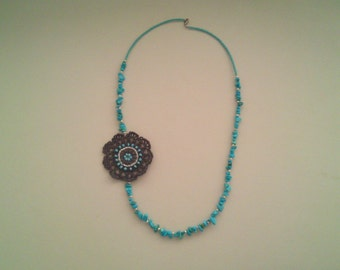 Flower necklace with turquoise chips