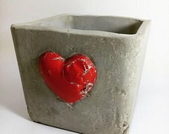 Heart of concrete pot