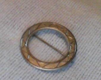 circle brooch