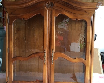 Ethan Allen Country French China Cabinet Hutch top/Curio Circa 1990