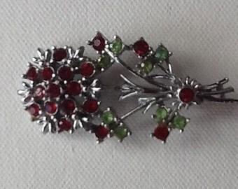 Beautiful vintage flower brooch.