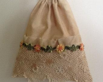 Drawstring bag, antique lace