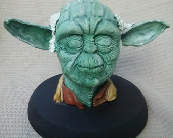 Bust of Yoda, essential character from the STAR WARS saga.