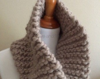 Chunky Scarf Cowl / Beige Scarf / Knit Scarf / Circle Scarf / Neck Tube