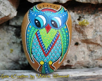 Pebble handpainted - OWL or blue, green and Red OWL / Hand painted pebble - Blue, green and red owl