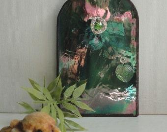 Fairy Door, Stained Glass Green Iridescent, Garden Sculpture, Garden Art,  Home Decor, Fae Faerie, Portal, Miniature, Magical, Terrarium