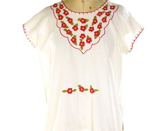 70s Embroidered Mexican Peasant Blouse / Vintage 1970s White Cotton Hippie Boho Top / Floral Embroidery / Folk Ethnic Southwest