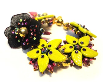 "The ""Back to couture"" collection, fantasy ""Daisy"" Bracelet, lime green, purple, gold, pink, black"