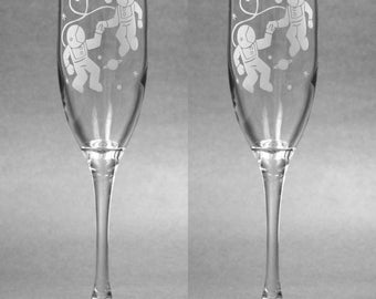 2 Astronaut Love Champagne Flutes - etched champagne glass - Set of 2