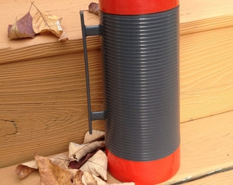 THERMOS - Red and Gray Vintage Aladdin's Dura Clad Quart Thermos Bottle Model 2650 With 3 Cups