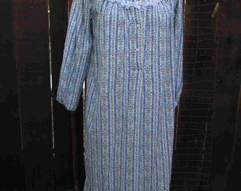 Vintage Flannel Nightgown Lanz 80s Vintage eyelet calico flannel Lace lingerie long Cotton night gown S M
