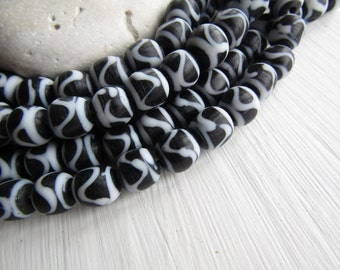 round lampwork glass beads, black white with motif, matte opaque, ethnic Indonesian beads  8 to 11mm (10 beads)  6bb3-8