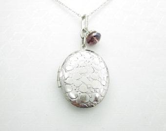 Locket Necklace, Oval Locket Necklace, Silver Finish, Picture Locket, Keepsake Locket, Photo Locket Necklace, Cobblestones Pattern, X024