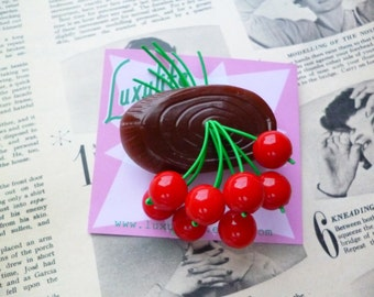 Classic Cherry log slice 40s 50s bakelite fakelite style novelty faux wood brooch by Luxulite