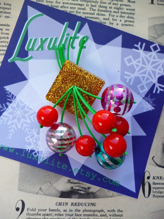 Luxulite Winter Collection - Handmade 40s 50s confetti lucite vintage style festive Christmas baubles brooch by Luxulite