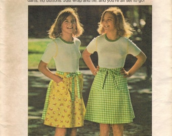1970s Butterick 4078 Vintage Sewing Pattern Girls Reversible Skirt, Wrap Skirt Size 8