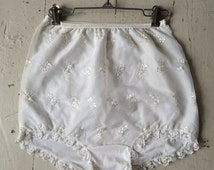 1950s Pin-up Girl Vintage Nylon High Waisted Sissy Panties Full Front Sheer Panel Flowers and Scalloped Lace Trim NWT Size 8