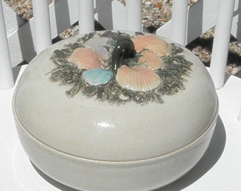 Shell Casserole Dish with Lid Vintage Pottery