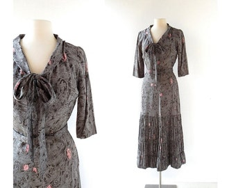 1940s Dress / Histoire de France / Novelty Print Dress / Silk Dress / 40s Dress / XS