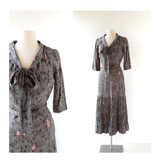 Vintage 1940s Dress | Histoire de France | Novelty Print Dress | Silk Dress | 40s Dress | XS