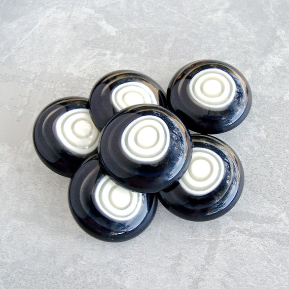 Large Retro Buttons 34mm - 1 1/4 inch Chunky Black and White Glossy Shank Buttons - 6 VTG NOS Mod B&W Bull's Eye Plastic Coat Shanks PL218