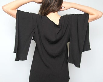 black mirror -- vintage avant garde dramatic kimono sleeve top -- L