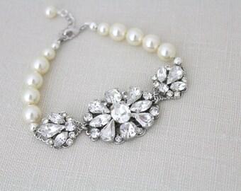 Pearl Wedding bracelet, Crystal Bridal bracelet, Swarovski bracelet, Wedding jewelry, Chunky bracelet, Vintage style bracelet, Cuff bracelet