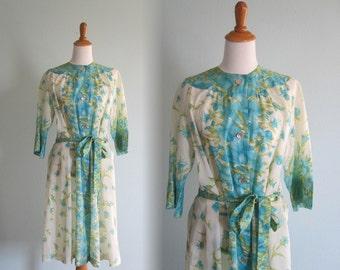 Pretty 60s Iris Print Robe - Vintage Robe by Loungees in Floral Crepe - Vintage 1960s Robe M L