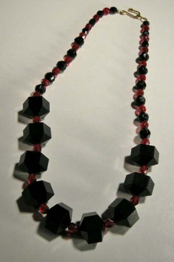 Black lucite necklaces lucite necklace w black red and black for Red black and green jewelry