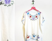 Vintage 1980s White Cotton Floral Embroidered Boho Mexican Shirt Size L-XL