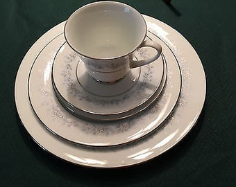 Noritake Marywood 2181 Five Piece Place Setting