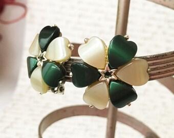 Green Flower Earrings, Dark Green Earrings, Thermoset Earrings, Green Clip On Earrings Vintage, Star Earrings, Thermoset Jewelry Clip Ons