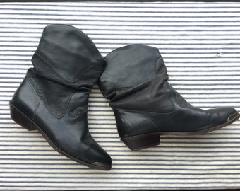 7.5 / Black Leather shorties Boots / Metal Toe Boots / Cowboy Boots / Nashville Stompin Boots / Short Booties