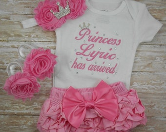 Baby girl coming home outfit, Princess NAME has arrived, newborn baby girl outfit, newborn take home outfit, baby girl, hospital outfit, set