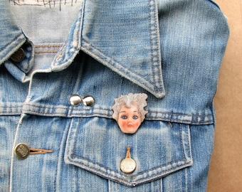 creepy doll head pin . doll head brooch pin . retro ugly doll tie tack . wooden jewelry