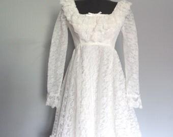 Vintage White Lace Wedding Dress size Small Empire Waist