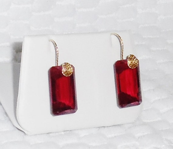 60 cts Natural Emerald Fancy Red Topaz gemstones, 14kt yellow gold Pierced Earrings