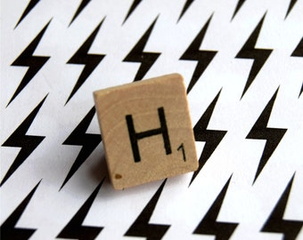 H letter Scrabble Tile Wooden Brooch Pin pingame