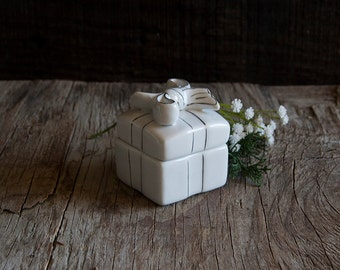 Vintage Jewelry Box - White Ceramic Present Bow