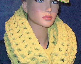 Neon Green Crochet Infinity Scarf, Green Chunky Infinity Scarf,  Chunky Scarf, Crochet Scarf, Fall Scarf, Bernat baby Yarn, Crochet, Scarf