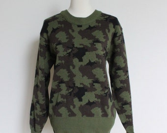 Vintage Camo Sweater // 80s Camouflage Sweater Long Sleeves // Winchester Small Medium