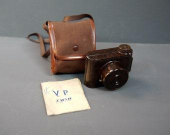 Vintage 1930s VP Twin Brown Bakelite Camera Made In England