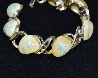 Vintage Bracelet with Sea Shells and Glitter in Lucite or Resin