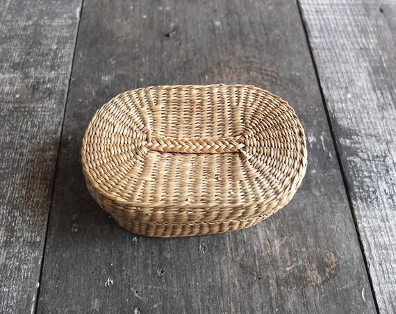 vintage oval basket with lid small basket. Black Bedroom Furniture Sets. Home Design Ideas