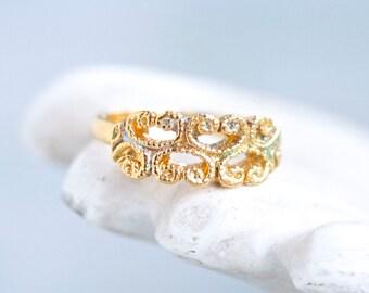 Golden Filigree Ring - Size 6.5