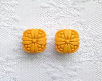 """Dark Yellow Flower Design Button Pair Plugs Gauges Size: 1/2"""" (12mm), 9/16"""" (14mm)"""