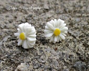 Daisy earrings, small white daisy earrings, daisy jewelry, accessories, teeny tiny